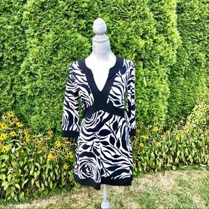 WHBM Black and White Floral Graphic floral Tunic